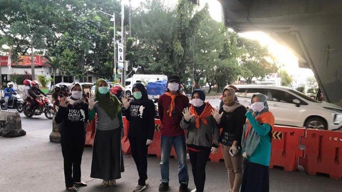 Lawan Covid-19, SAR Unhas Bersama 1000 Guru Sulsel Bagi Masker Secara Gratis