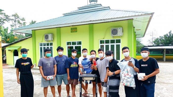 Satgas dan Pemuda Patondonsalu Enrekang Sterilisasi 6 Masjid