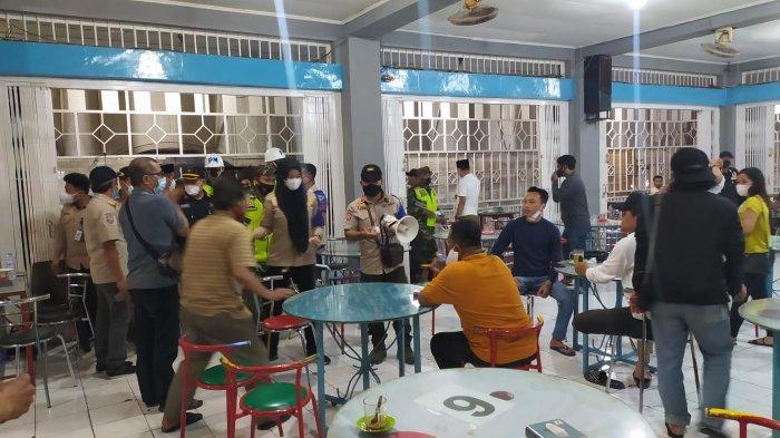 Selama Akhir Pekan, Satgas Raika Makassar Sita Ratusan Kursi Pelaku Usaha Pelanggar Prokes