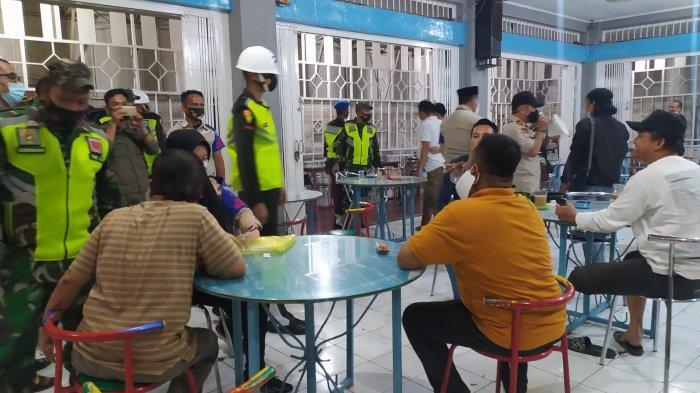 Beri Efek Jera, Satgas Raika Makassar Sita Kursi Pelaku Usaha Pelanggar Prokes