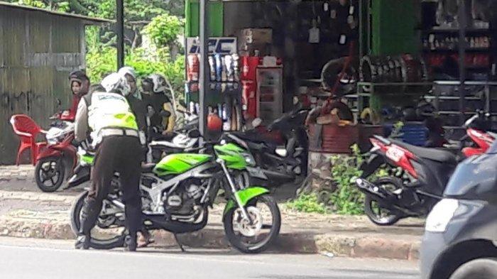 Tak Gunakan Helm, 26 Pengendara Ditilang Saat Pengamanan Aksi Unjuk Rasa di Jeneponto