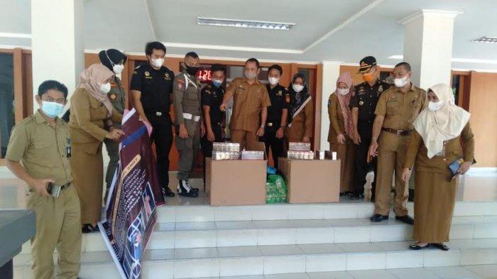 Satpol PP Bersama Bea Cukai Sita Ratusan Slop Rokok Ilegal di Bantaeng