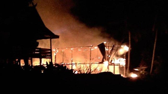 Dini Hari di Penrang Wajo, Satu Rumah Terbakar Setelah Ditinggal Pemiliknya