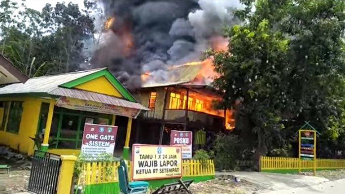 Rumah Panggung Milik Kepala Dusun Lariccong Soppeng Terbakar