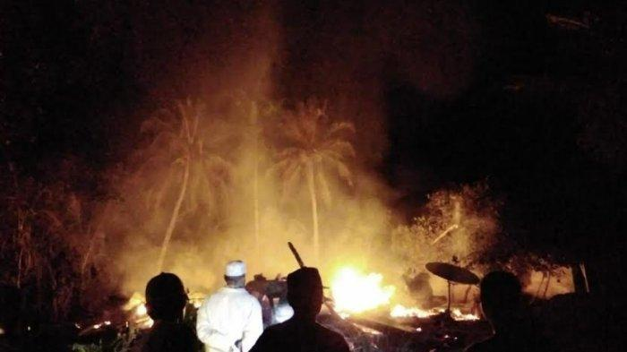 Rumah Panggung Terbakar di Takkalalla Wajo, Hanguskan 4 Motor dan 1 Mobil