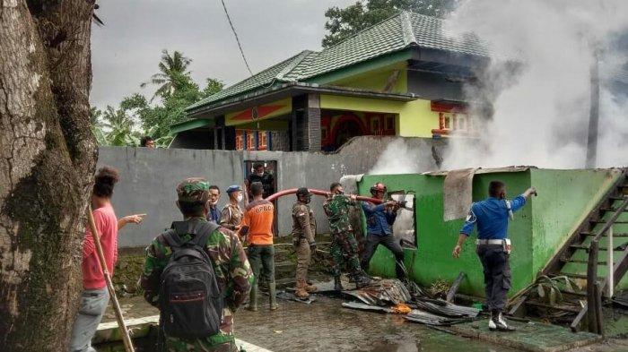 Diduga Korsleting Listrik, Satu Rumah Semi Permanen di Takalar Ludes Terbakar