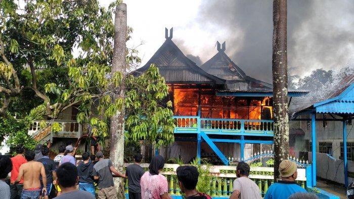Meski Sudah Tua, Saudara Korban Kebakaran Barru H Maskur Nekat Terjang Api, Ini Ceritanya!