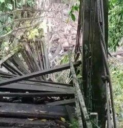 Longsor, Satu Jembatan Gantung di Lembang Pinrang Ambruk