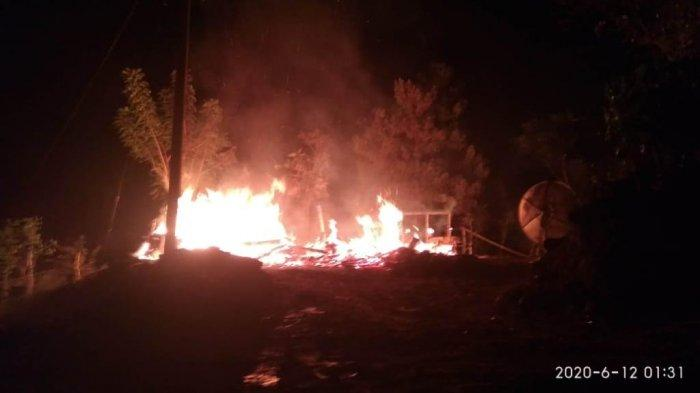 Rumah Warga Desa Bukit Harapan Luwu Hangus Dilalap Api