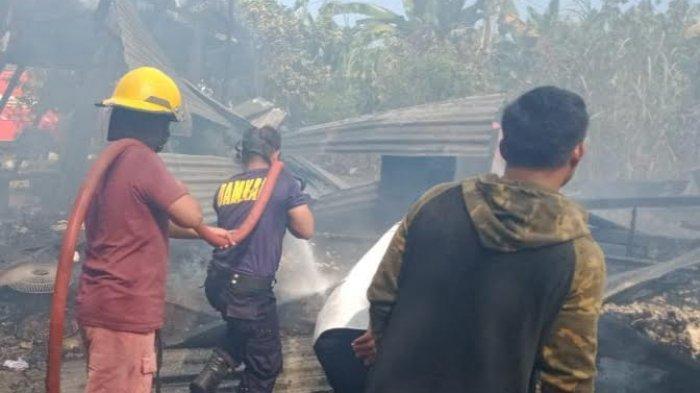 Baju Safety Tak Layak Pakai, Petugas Damkar Luwu Timur Nyaris Terbakar Saat Padamkan Api