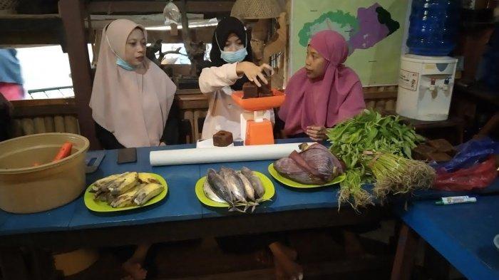 Intip Cara Membuat Kompos Ala Iwan Dento dalam Ngabuburit Asik PDPM Maros