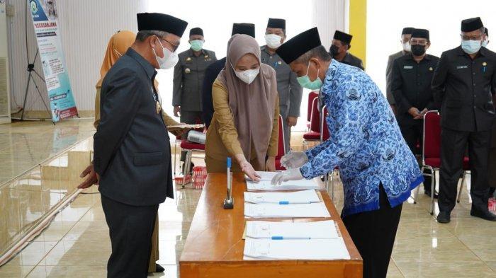 Bupati Luwu Timur Serahkan 113 SK Pengangkatan PPPK