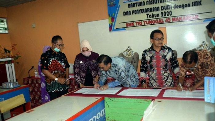 Sebanyak 12 SMK di Sulsel melakukan MoU dengan dunia industri dan dunia usaha di SMK Tri Tunggal, Kamis (8/10/2020)
