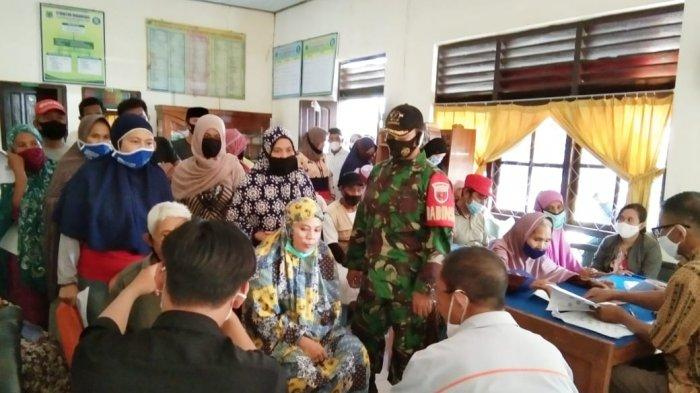 243 KK di Kelurahan Macorawalie Pinrang Terima Bantuan Sosial Tunai Tahap 12