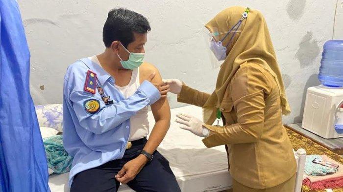 37 Pegawai Rutan Selayar Terima Vaksin Covid-19 Tahap Pertama