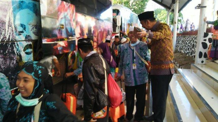 Wabup Amran Jemput Jamaah Haji Wajo di Makassar