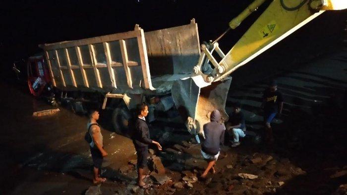 Truk Tabrak 2 Motor dan Minibus di Jl Patung Pemuda Parepare, Kemudian Terjun ke Laut