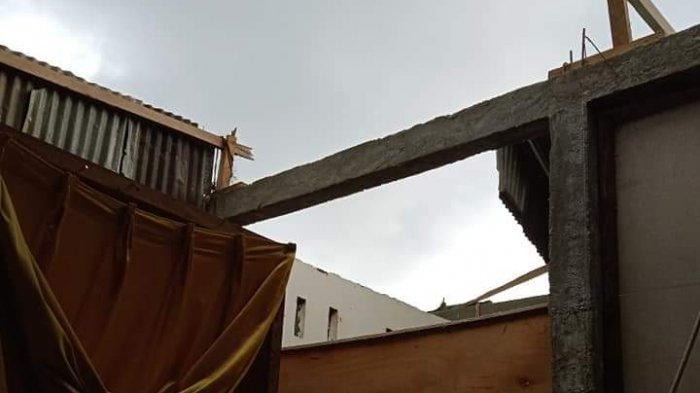 Diterpa Angin Puting Beliung, Atap Rumah Warga di Malunda Beterbangan