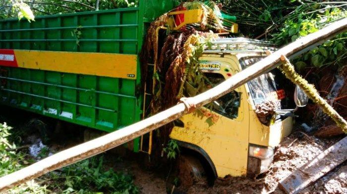 Truk Enam Roda Tertimpa Longsor di Rindingallo Toraja Utara, Bagaimana Nasib Sopirnya?