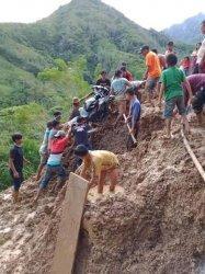 Jalan di Desa Lembang Mesakada Pinrang Dikabarkan Tertutupi Lumpur, Akses Kendaraan Terhambat