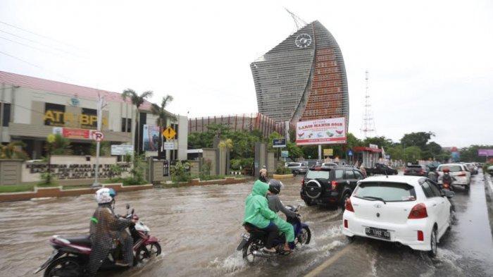FOTO: Genangan Air di Jl AP Pettarani Makassar