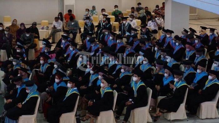 FOTO; 250 Mahasiswa UIM Makassar Ikut Wisuda - sejumlah-mahasiswa-mengikuti-wisuda-sarjana-dan-profesi-pascasarjana-universitas-islam-makassar-1.jpg