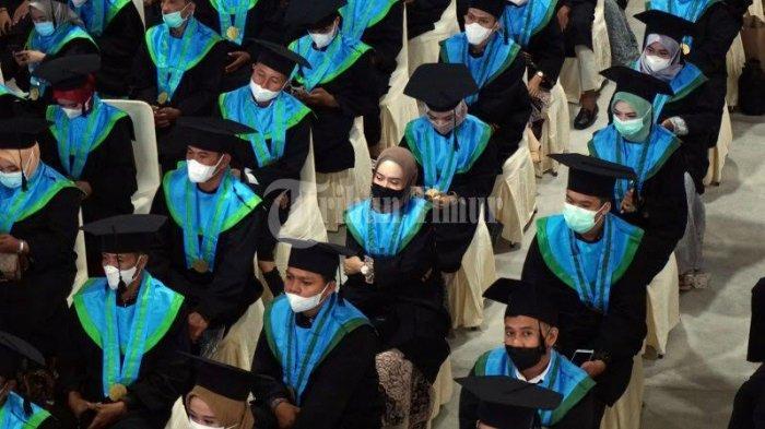 FOTO; 250 Mahasiswa UIM Makassar Ikut Wisuda - sejumlah-mahasiswa-mengikuti-wisuda-sarjana-dan-profesi-pascasarjana-universitas-islam-makassar-2.jpg