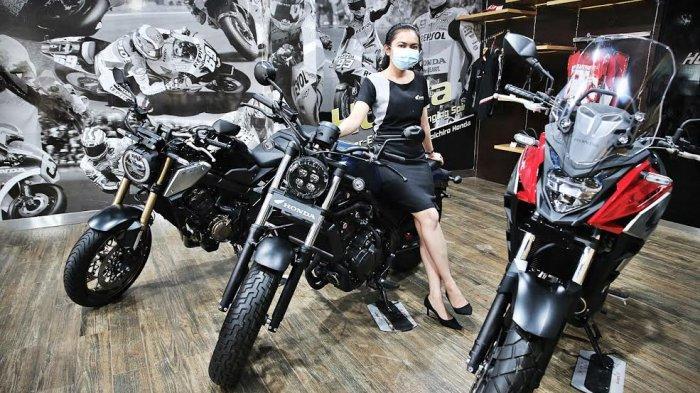 Sejumlah motor gede (moge) didisplai di Honda Big Wing jalan Sultan Alauddin Makassar, Kamis (2112021). Honda Big Wing merupakan dealer eksklusif Astra Honda Motor (AHM) yang bertugas menangani penjualan, service, dan suku cadang motor gede. tribun timurmuhammad abdiwan