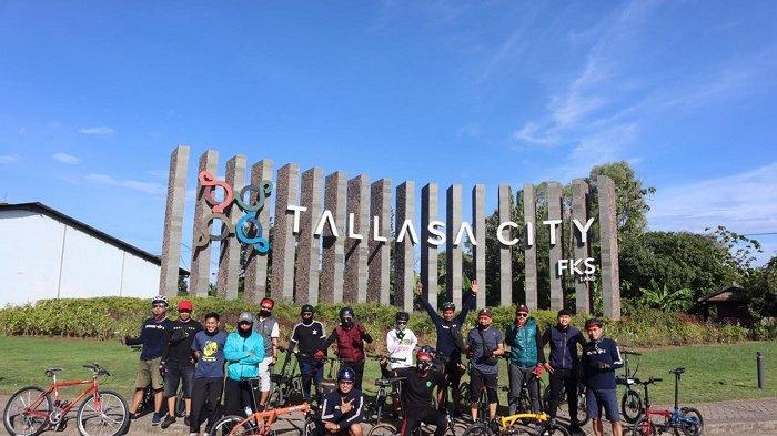 FOTO: Komunitas Tindizzz Jalin Silaturrahmi dengan Gowes Bersama - sejumlah-pesepeda-yang-tergabung-dalam-komunitas-tindizzz-berfoto-bersama-1.jpg