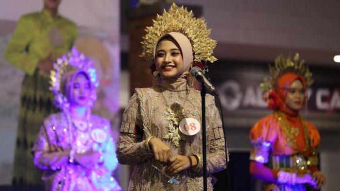 FOTO; Grand Final Pemilihan Duta Pariwisata Bone - sejumlah-peserta-tampil-saat-malam-grand-final-pemilihan-putra-putri-pariwisata-bone-2.jpg