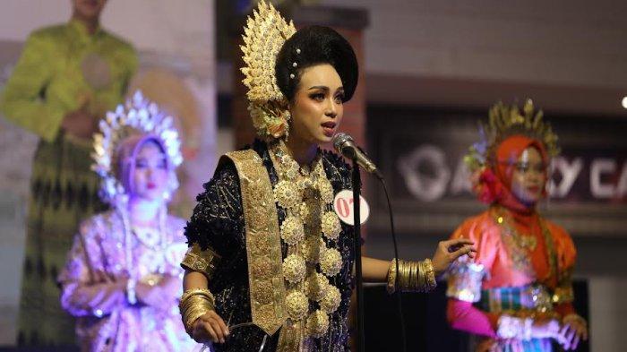 FOTO; Grand Final Pemilihan Duta Pariwisata Bone - sejumlah-peserta-tampil-saat-malam-grand-final-pemilihan-putra-putri-pariwisata-bone-4.jpg