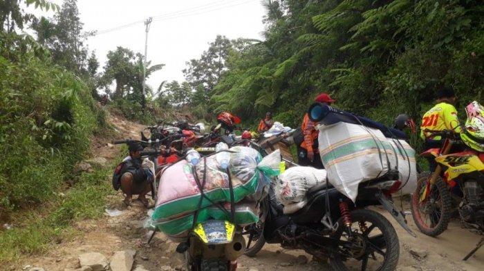 Akses Terputus, Relawan Kesulitan Distribusikan Logistik ke Desa Popenga Ulumanda