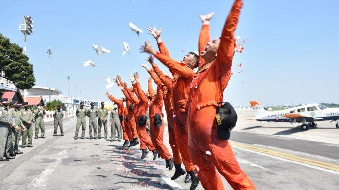 9 Rajawali Muda TNI AL Ikuti Tradisi Juanda Fly Navy Solo Flight
