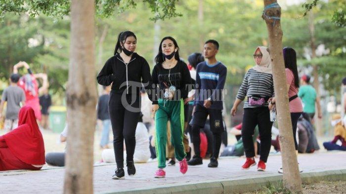 FOTO: Ramainya Warga Berolahraga di Taman Pakui Sayang - sejumlah-war43f.jpg