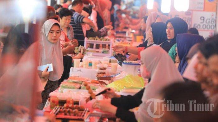 FOTO: Penjual Penganan Buka Puasa di Jalan Mappanyukki Diserbu Warga - sejumlah1.jpg