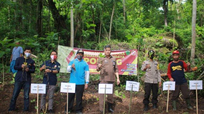 Sekda Barru Apresiasi Karang Taruna Tanam Porang di Desa Siawung