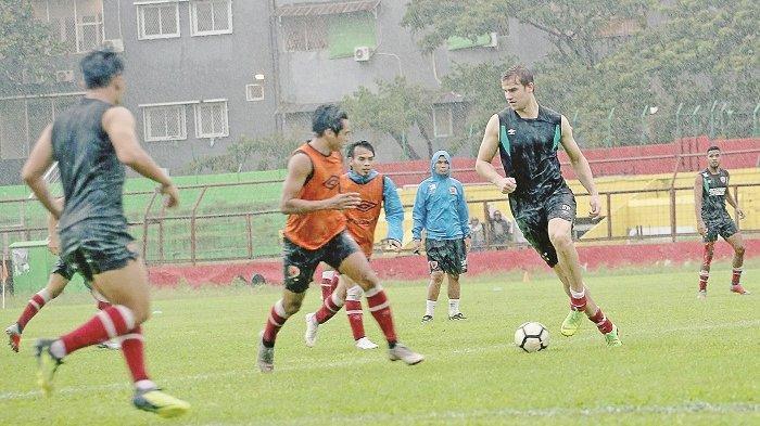 Striker Asing PSM Eero Markkanen Kaget Sambutan Suporter. Lihat Foto-fotonya Bersama Real Madrid