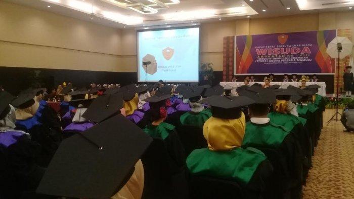 Wisudah civitas akademika STIKES Andini Persada Mamuju.