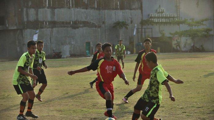 FOTO: Sekprov Tendang Bola Pertama Liga Santri Nasional Region II Sulselbar - sekprov-tendang-bolaa1.jpg