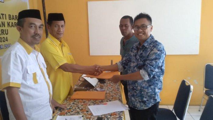 Malkan Amin Ambil Formulir Pendaftaran Bupati di Golkar Barru