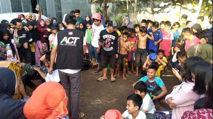 Warganya Sudah Divaksin, Warga Garegea Bantaeng Rayakan Kemerdekaan Gelar Lomba Panjat Pohon Pisang