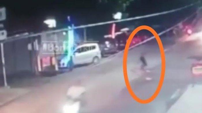 Bocah di Bone Terserempet Mobil Saat Menyeberang di Jalan Raya
