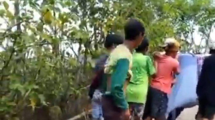 Jembatan Ambruk karena Longsor, Warga Desa Kariango Pinrang Meninggal Saat Ditandu ke Puskesmas