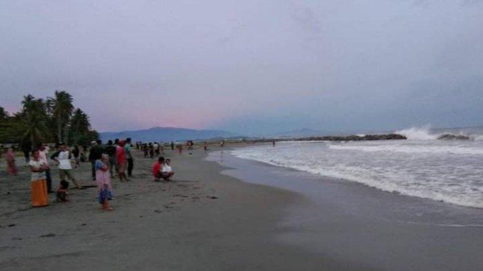 Pengunjung Terseret Ombak Pantai Mampie Polman seorang Mahasiswa