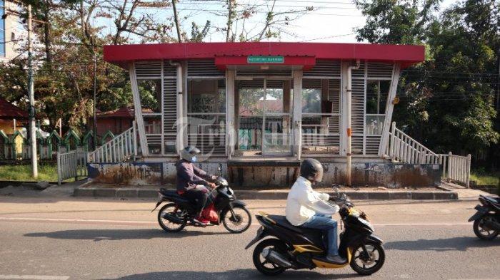 FOTO: Ada Kasur di Halte BRT Jl Alauddin Makassar - sepek876.jpg