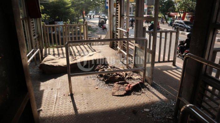 FOTO: Ada Kasur di Halte BRT Jl Alauddin Makassar - seperti-inilo988.jpg