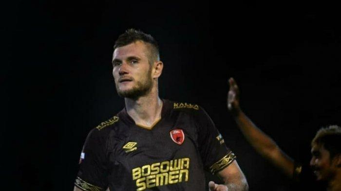 Bek PSM Makassar Serif Hasic menyampaikan ucapan perpisahan dengan PSM Makassar
