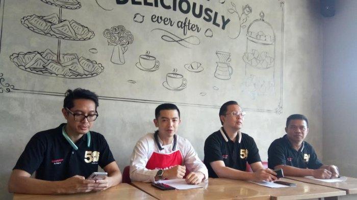 Sharp Ajak Nicky Tirta Sapa Konsumen Setianya di Makassar