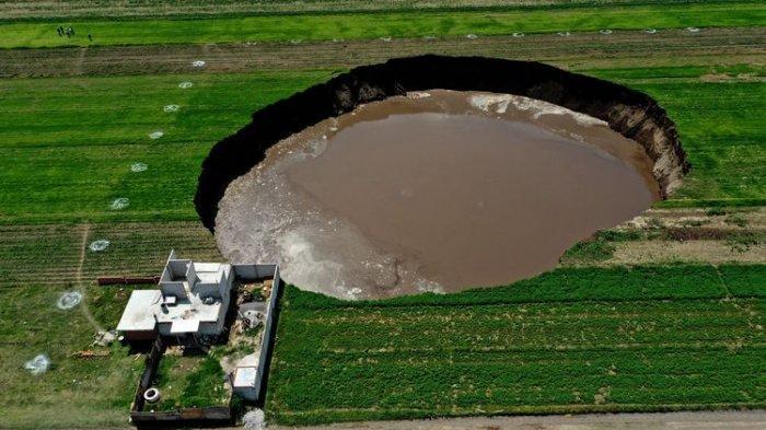 Fenomen Alam di Meksiko, Lubang Besar Berdiameter 60 Meter, Warga Panik