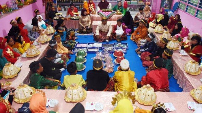 FOTO: Hari Sumpah Pemuda, Murid SD Pratiwi Simulasi Pernikahan Suku Bugis Makassar